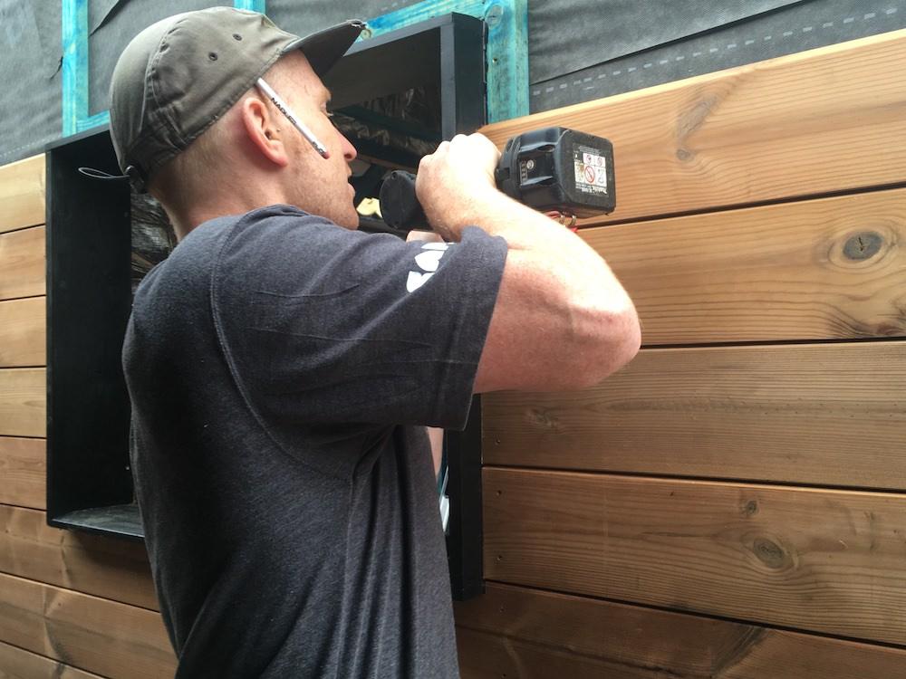 Fixing the exterior cladding around the windows